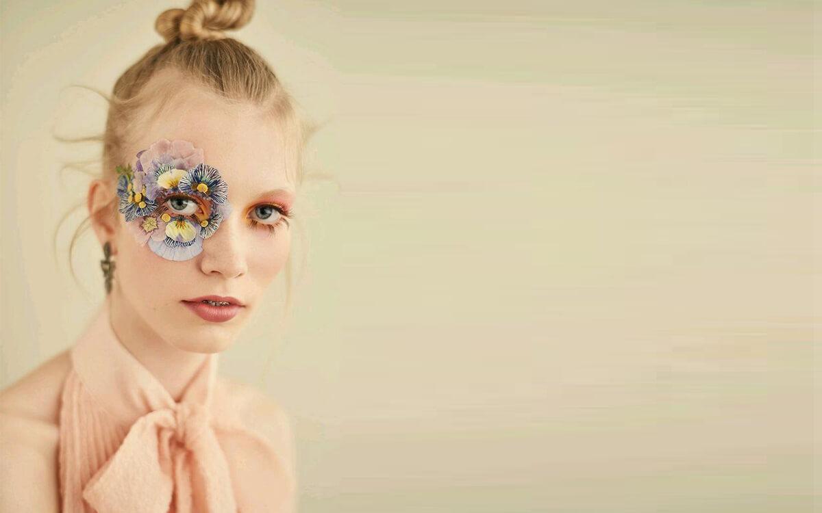 花裝飾在眼睛上